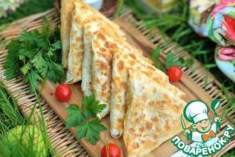 Рецепт: Треугольники из лаваша с индейкой и сыром