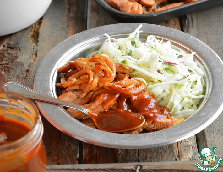 Рецепт: Индейка с луком в соусе барбекю