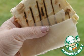 Рецепт: Конвертики из лаваша с индейкой и сыром