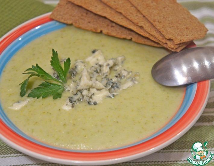Рецепт: Суп-пюре из брокколи с голубым сыром