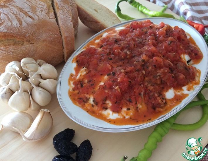 Рецепт: Запеченные баклажаны под йогуртно-томатным соусом