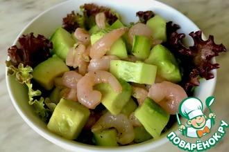 Рецепт: Салат с креветками, авокадо и огурцом