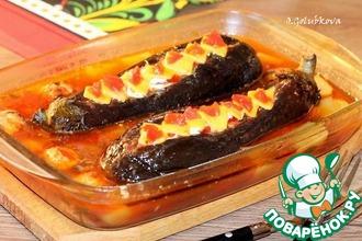 Рецепт: Баклажановые лодочки с начинкой под соусом