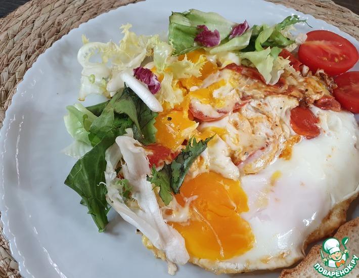Рецепт: Яичница с помидорами и сыром