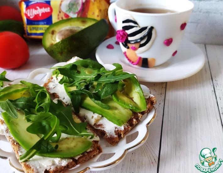 Рецепт: Бутерброды с рукколой и авокадо