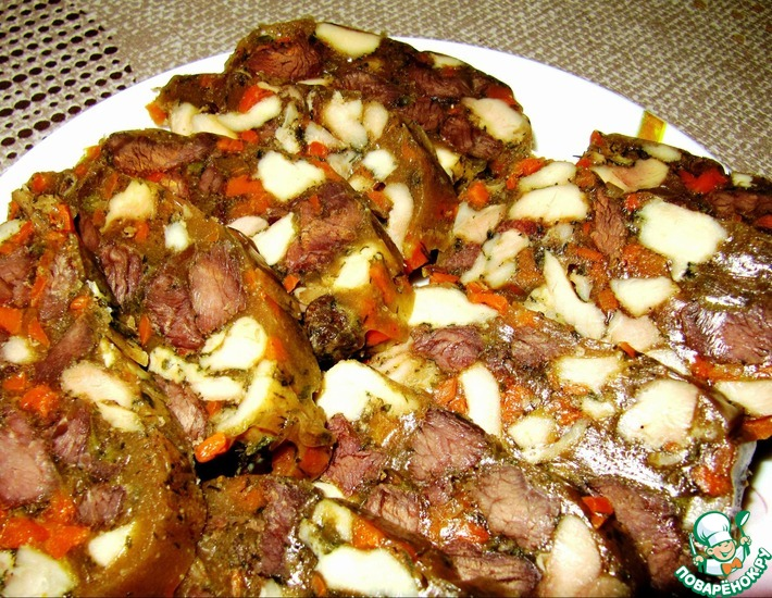 Рецепт: Мясной рулет в желейной оболочке