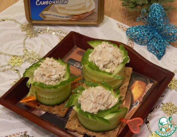 Рецепт: Закуска из огурцов с сыром и тунцом