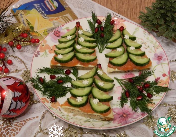 Рецепт: Закусочные елочки из огурца и красной рыбы