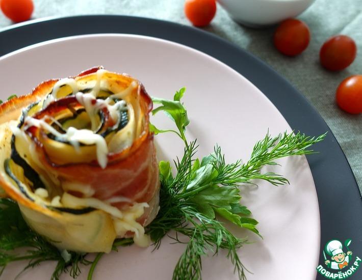 Рецепт: Розы из кабачка, картофеля и бекона