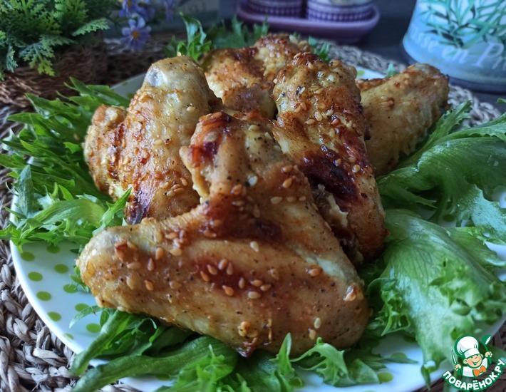 Рецепт: Запечëнные крылышки в пряно-кунжутном маринаде