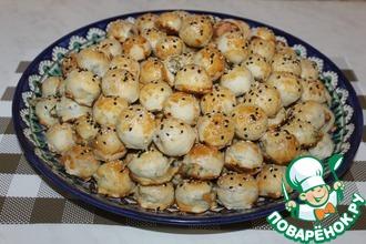 Рецепт: Закусочные мини пирожки из слоёного теста
