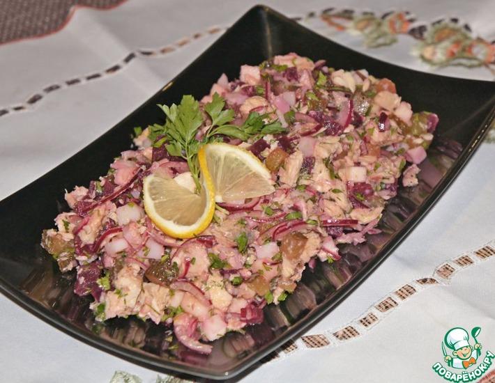 Рецепт: Салат с консервированной горбушей
