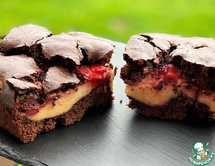 Рецепт: Шоколадно-творожный пирог с клубникой