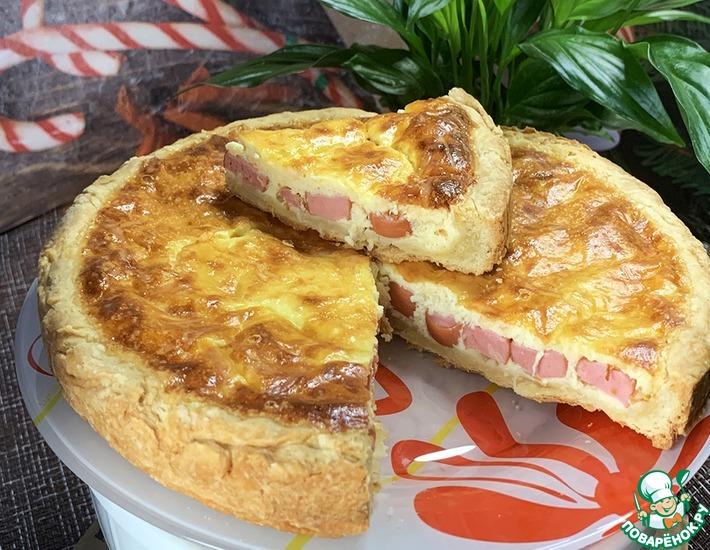 Рецепт: Пирог с сосисками и сыром