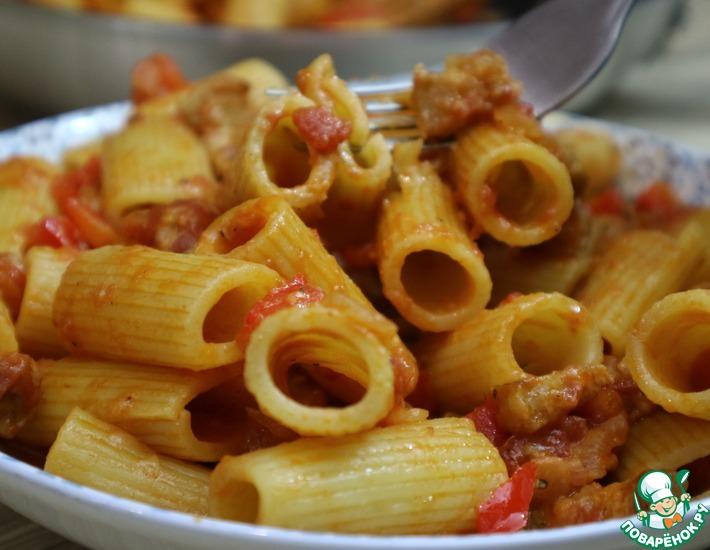 Рецепт: Макароны с беконом и томатами