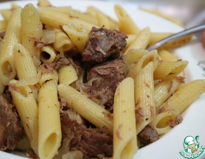 Рецепт: Макароны с тушенкой в сковороде