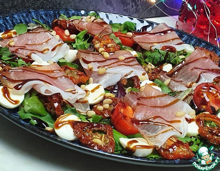 Рецепт: Легкий салат с томатами и моцареллой