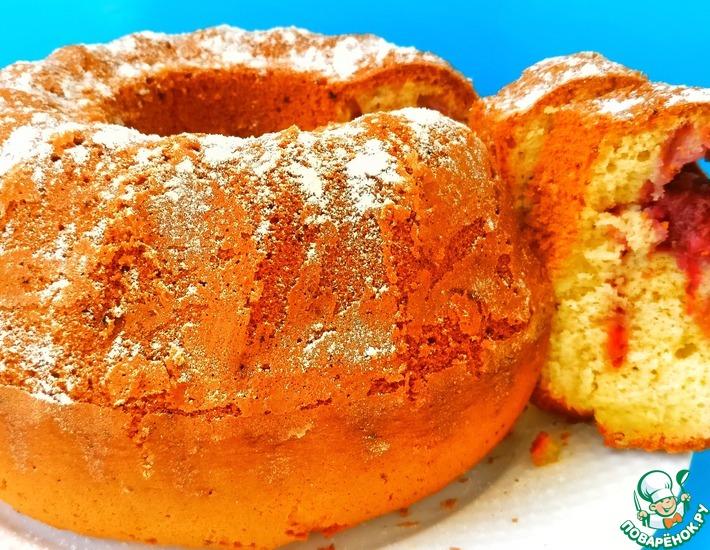 Рецепт: Пышный и ароматный кекс с клубникой