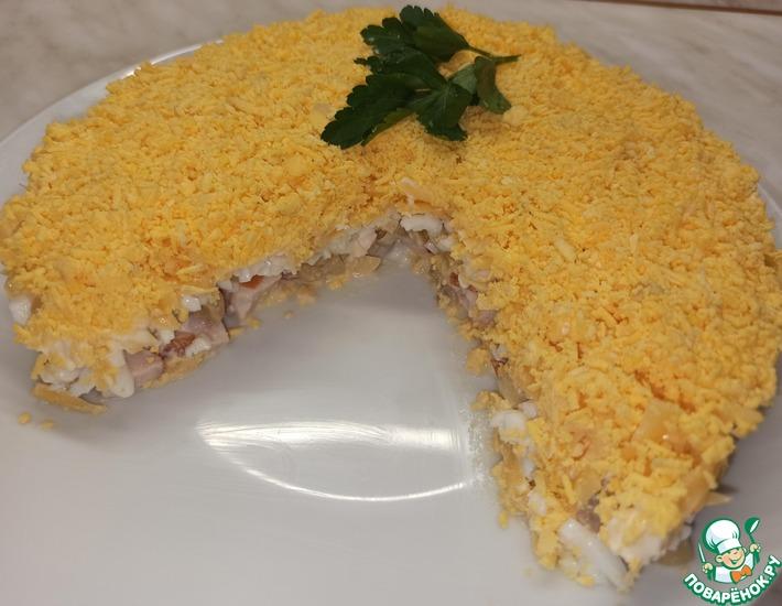 Рецепт: Салат с копчёной курицей и маринованными грибами