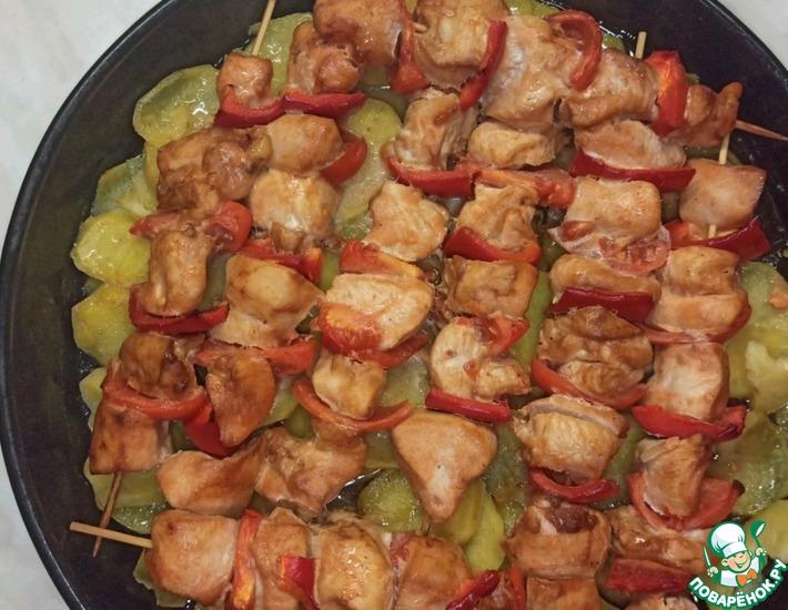 Рецепт: Куриный шашлык с картофелем в духовке