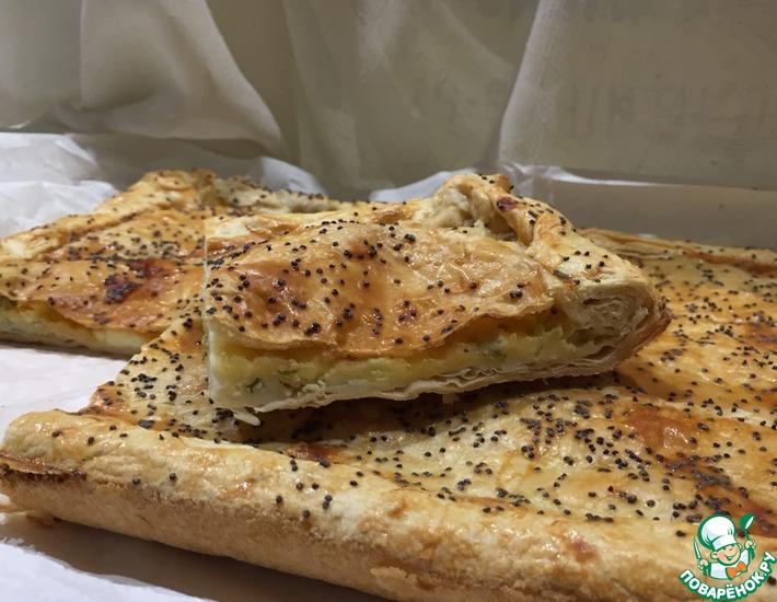 Рецепт: Пирог с сыром из слоеного теста