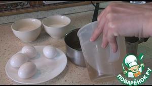 Крашеные яйца в белом вине фото