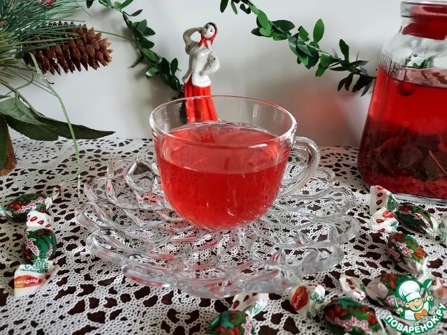 Мятно-имбирный чай с ягодами photo