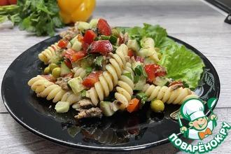 Рецепт: Салат с тунцом, овощами и макаронами