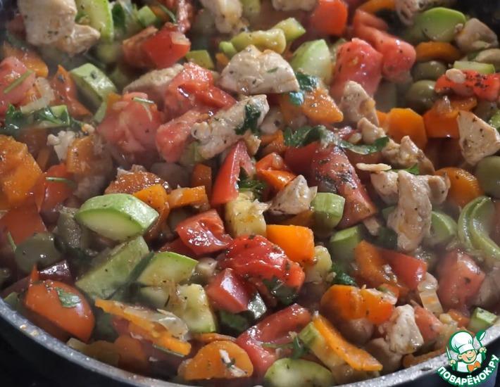 Рецепт: Овощное рагу с курицей и оливками