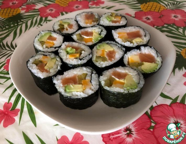 Рецепт: Суши на огуречном рассоле с семгой