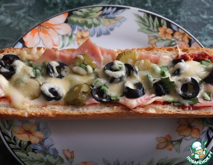 Рецепт: Запеченный багет с ветчиной и сыром