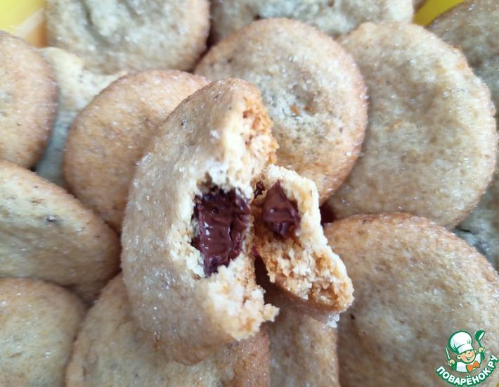 Рецепт: Орехово-медовое печенье с шоколадной начинкой