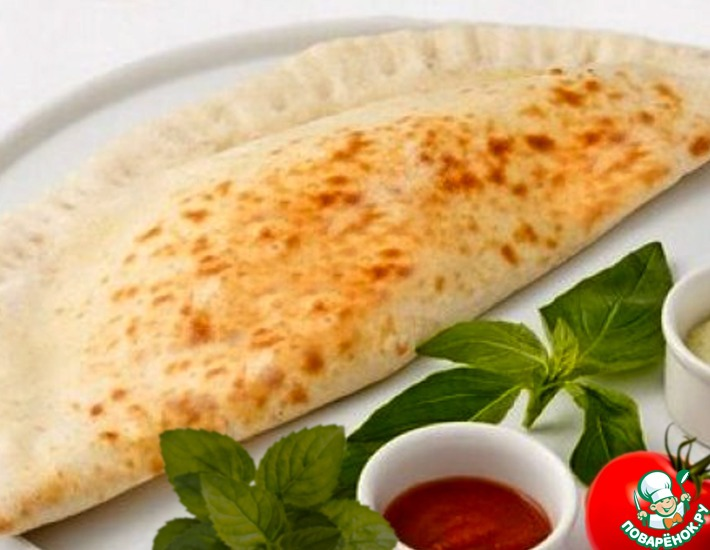 Рецепт: Кассоне с творогом, сыром и томатом