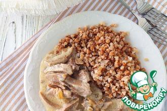 Рецепт: Свиные язычки под соусом с грибами