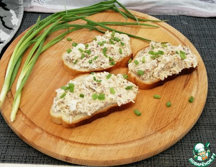 Рецепт: Паштет на хлеб из консервированной скумбрии