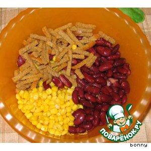 салат с кукурузой и с сухариками рецепт с фото