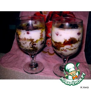 Рецепт: Пряничный десерт с клубникой