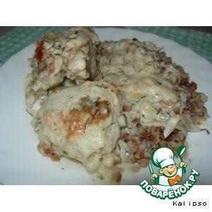 Рецепт: Рыба в сметанно-луковом соусе