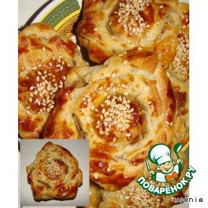 Рецепт: Пирожки-розочки слоеные с мясной начинкой