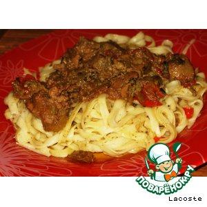 Рецепт: Рагу из куриной печени с яблоком и сладким перцем