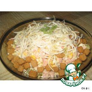 Рецепт: Салат Сырный с ветчиной и сухариками
