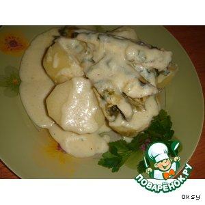 Рецепт: Корюшка под белым соусом с луком