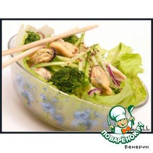 Рецепт: Зеленый салат с мидиями