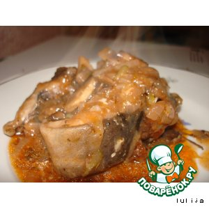 Рецепт: Сом под томатно-грибным соусом