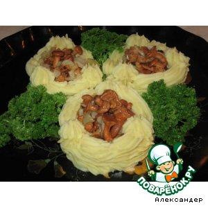Рецепт: Картофельные гнездышки с лисичками