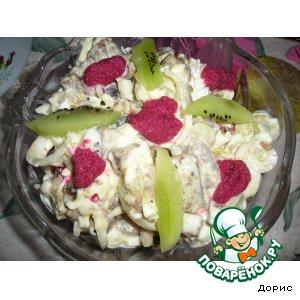 Рецепт: Рыбный салат с хреновой заправкой