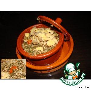 Рецепт: Гречневая каша со шпинатом и грибами в горшочках