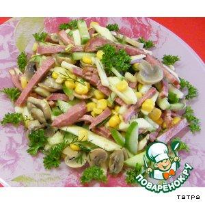 Рецепт: Салат с копченым языком, грибами, огурцом