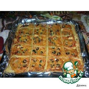 Рецепт: Пикантная пицца с фетой и сырокопченой колбасой