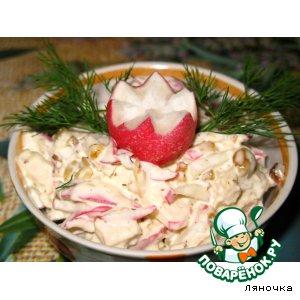 Рецепт: Пикантный салат из редиса с курицей и орехами